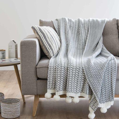jete-a-pompons-tricote-gris-et-blanc-125x150-1500-4-11-185372_4.jpg